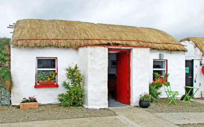 Old_Irish_Thatch_Cottage_Ireland_4jpg_100